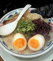 とんこつらーめん 一心@御茶ノ水店 一心とんこつらーめん ホタテ塩味(650円)+サービス味玉