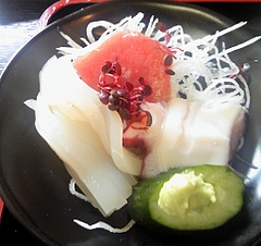まんぷく食堂 ミニ海宝漬定食の刺身(マグロ、イカ、タコ)