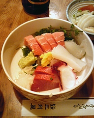 大衆割烹 三州屋 神田駅前店 刺身盛合わせ(940円)
