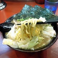 吉村家 ラーメン・キャベツ 麺