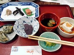 琉球料理と琉球舞踊 四つ竹@国際通り店 もずく、じーまーみ豆腐、豆腐よう、みぬだる、はんちゅみ、モズクてんぷら