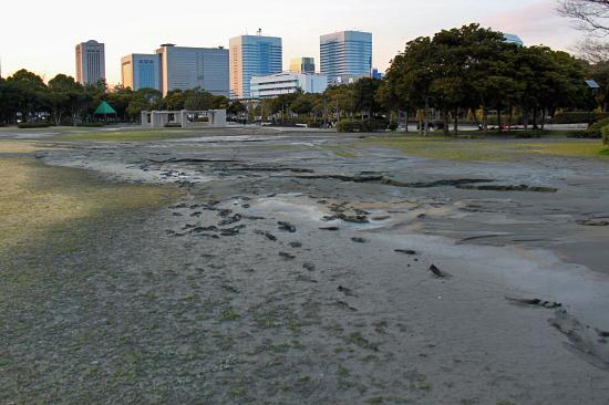 泥に埋もれた日 23