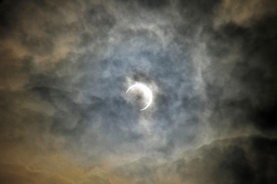 全く見れない金環日食w 02