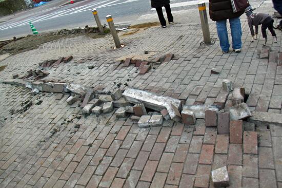 地震の爪痕・・・ 10