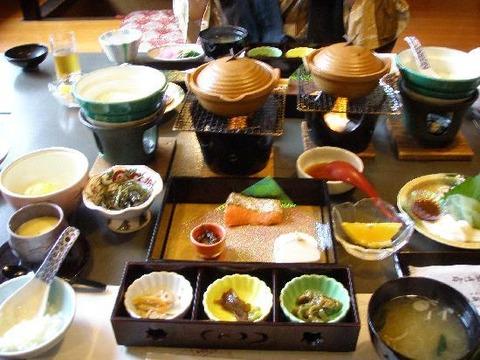 温泉旅館で食う飯の美味さは異常