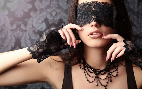 Mask-Woman-Hot