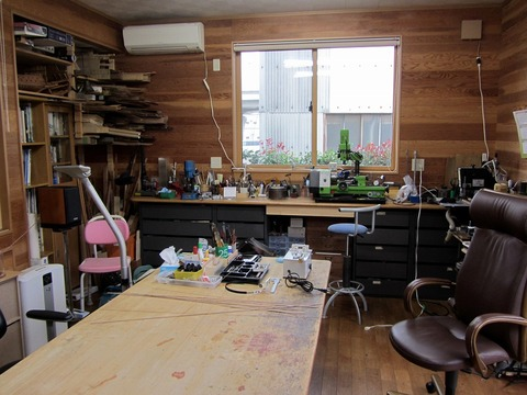 工房風景2作業机は二つx