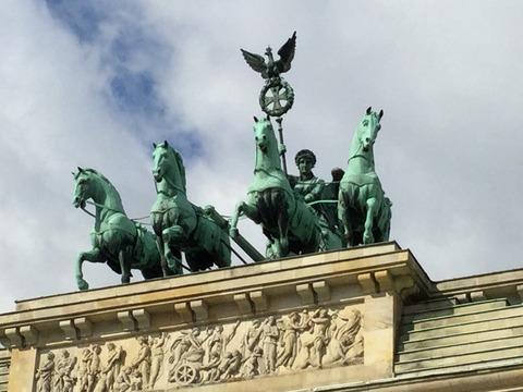 四頭馬車と   女神ビクトリア