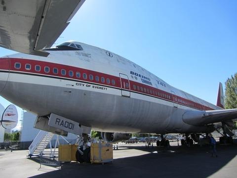 747初号機