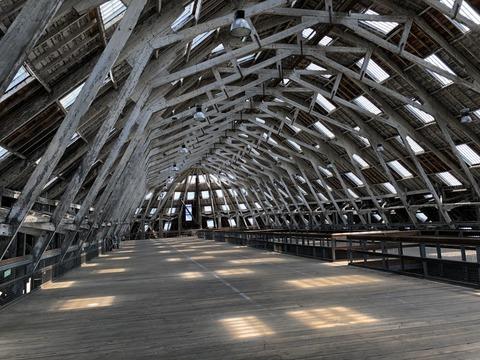 船台の屋根とメザニン