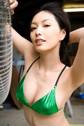 緑水着な長澤奈央