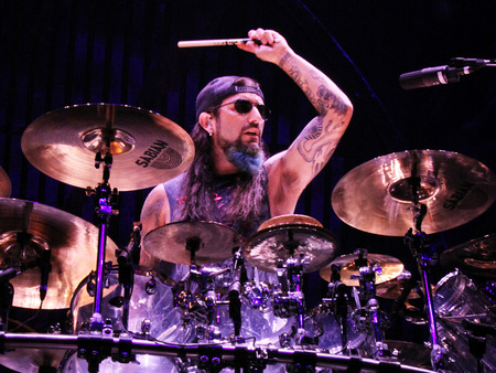 mike-portnoy-with-avenged-corbis-1200-80