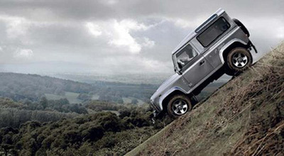 land-rover-defender-from-james-bond-007-skyfall-at-pms-2012-2