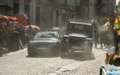 Skyfall-Land-Rover-Defender-and-Audi-chase-2
