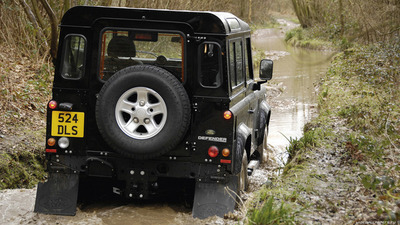 Land-Rover-Defender-3door-2007-1366x768-007