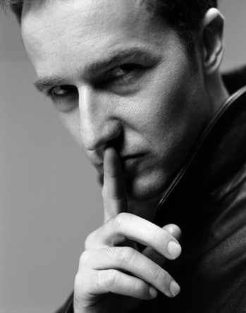 HOT-edward-norton-1728996-373-474