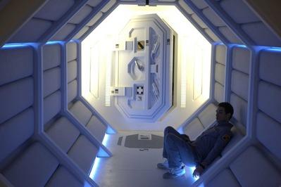 sam-rockwell-moon-corridor