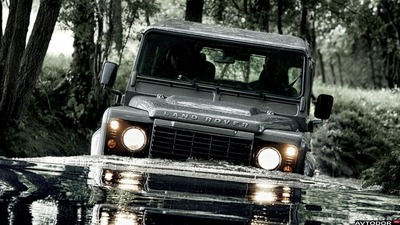 Land-Rover-Defender-Station-Wagon-3door-2011-1920x1080-007