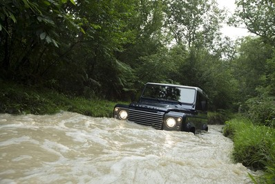2013-Land-Rover-Defender-4