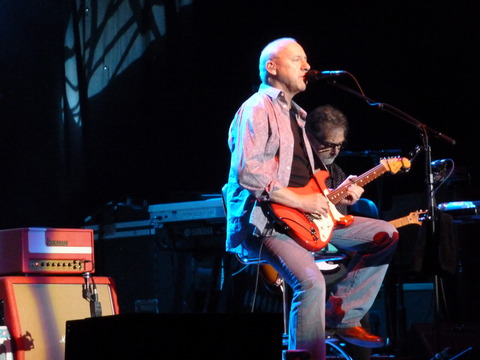 Mark_Knopfler_at_O2_World_Berlin