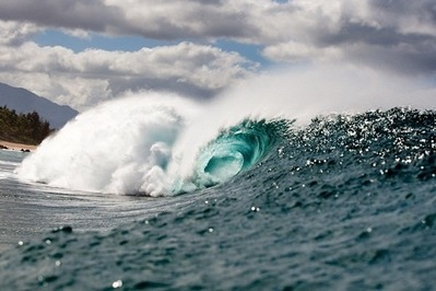 The-Banzai-Pipeline-Surfing