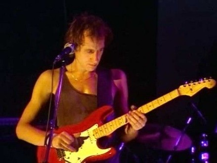 Dire_Straits_Wild_West_End_Rockpalast_79_body-1-498x373