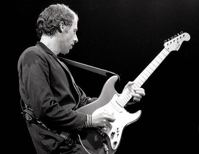 774px-Mark_Knopfler_with_Schecter_Stratocaster,_Amsterdam_1981