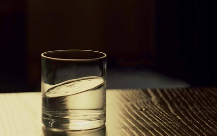water-glass-1600x1000-wallpaper-823923
