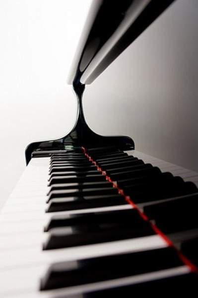 clean-piano-keyboard-picture-material_38-5982