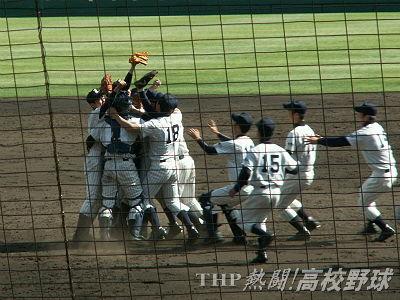 初優勝!マウンドに駆け寄る常葉菊川の選手たち(2007.4.3)