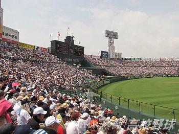 熱戦の連続で、連日多くの観客が来場した夏の甲子園(2011.8.16)