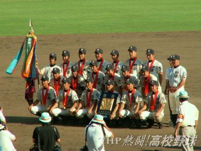 閉会式終了後、記念撮影をする駒大苫小牧ナイン(2005.8.20)