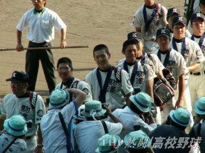 3連覇ならずも、すがすがしい表情で球場を去る駒大苫小牧ナイン(2006.8.21)