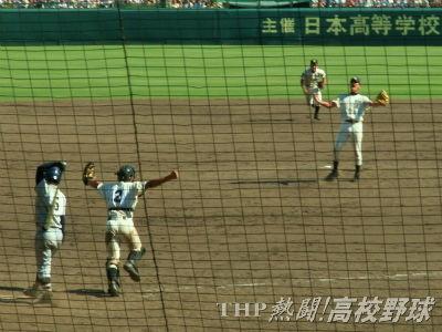 駒大苫小牧連覇達成!雄叫びを上げる田中(右)(2005.8.20)