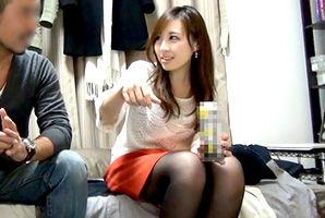 【盗撮】宅飲み。泥酔→脱衣ゲームでセッ●スに持ち込まれる美人OL