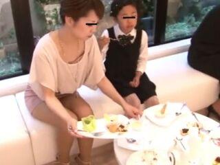 【盗撮動画】美人どころのパンチラ胸チラ凝縮!!!結婚式で隠し撮りした危険映像がコレ!!