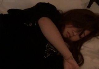 臭いそうなほど接写!! 睡眠薬で眠らせた友達のマ〇コが白濁するまでチ〇ンした無修正・個人撮影
