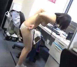 《SOD女子社員》全裸にされてしまったらリクエストにお応えするルールに従いワイセツ行為