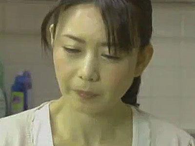 専業主婦が堕ちる瞬間…人生初の不倫で垂れ乳揺らし悶える熟女の表情が強烈にエロい!