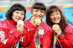 女子レスリング金メダル
