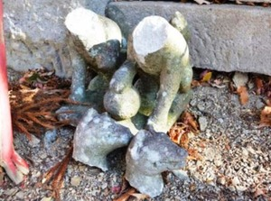 破壊された石造 (1)