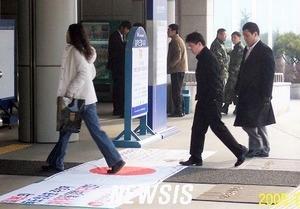 韓国人の日の丸毀損 (3)