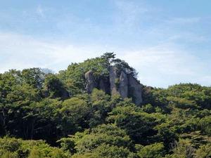 小倉山の奇岩 (1)