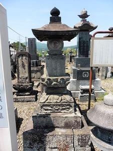 岸豊後守積保の墓 (1)