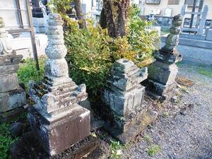 旧常楽寺の石塔群 (3)