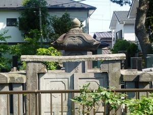 貞蓮院の墓 (1)
