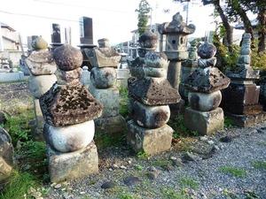 旧常楽寺の石塔群 (2)