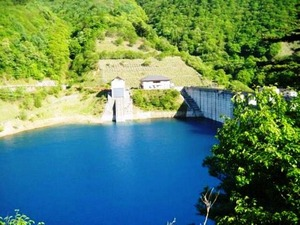 四万湖ダム