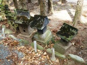 里見兄弟の墓 (5)