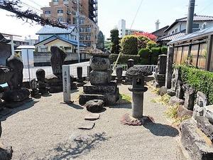 和尚塚の多宝塔、他 (1)